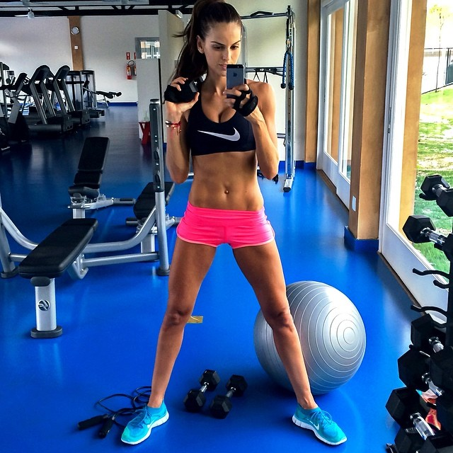 @iza_goulart: Just Do It!! #BodyByIza Sunday workout!! É isso ai!!! Malhação #BodyByIza no domingo!! #Motivação #sunday #workout #motivation #healthy #saúde#sportwear #lookoftheday #geracaosaude