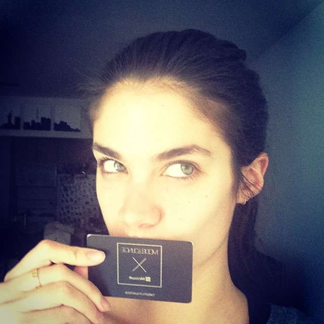 @sarasampaio: I loveeeeeeeee my new #bingvipmodelcard thank you so much@modelloungenyc xxxxxxx