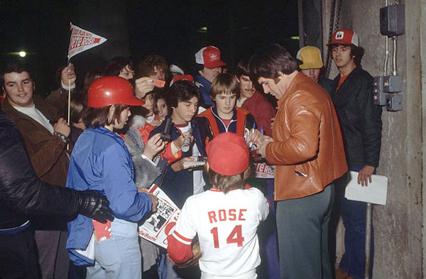 Pete Rose and fans (1978) :: John Iacono/SI