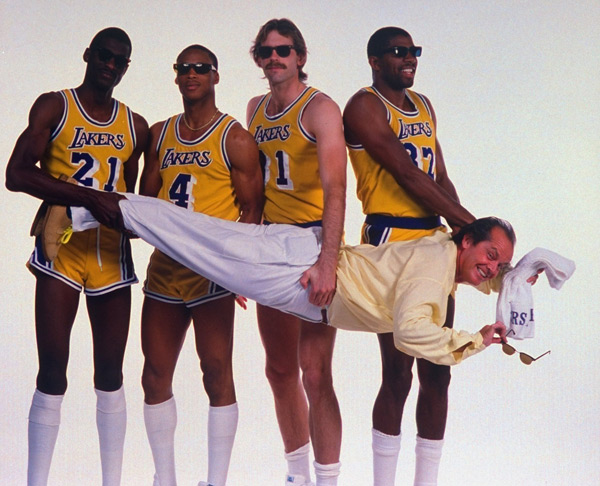 Jack Nicholson with Michael Cooper, Byron Scott, Kurt Rambis, Magic Johnson :: Getty Images
