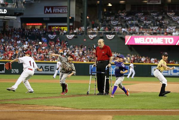 Joe Garagiola, Sr. and Arizona Little Leaguers (D'Backs) :: Getty Images