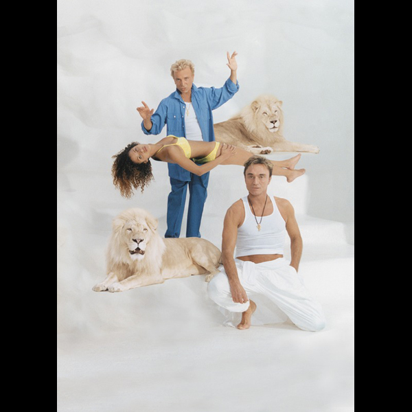 Noemie Lenoir, with Siegfried, Roy, and a pair of kitties :: Terry Richardson/SI