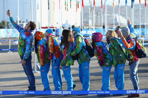 Olympic volunteers :: Getty Images