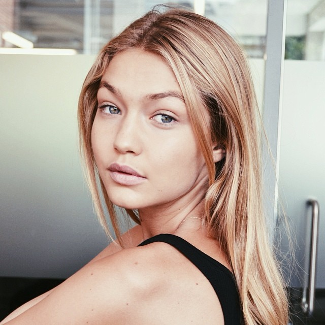 @gigihadid: Missed everyone at @imgmodelslondon - got to stop by the office and have a good hang this afternoon. emoji Back to work tomorrow, last day in London! photo by @natalieloise