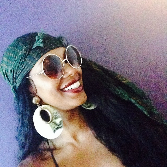 @iamjesswhite: Its a vintage head scarf day.