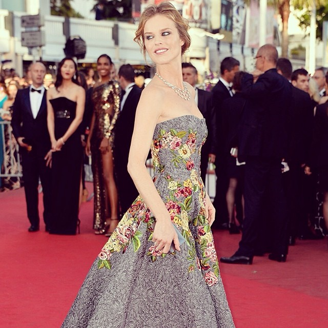 @onemanagement also has a shout out for their girl Eva Herzigova and her stunning dress bouquet