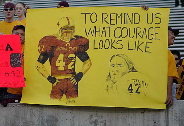 Arizona State students pay tribute to Pat Tillman during a 2004 game. (Nick Doan/Icon SMI)