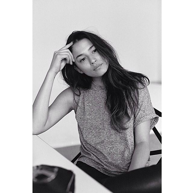 Jess Gomes (@iamjessicagomes), just sittin' pretty