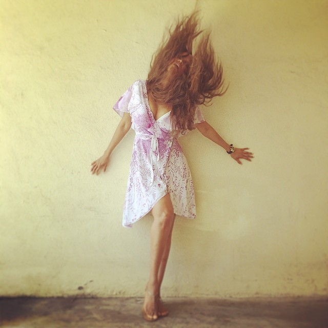 "Tyra Banks (@tyrabanks) held an impromptu modeling crash course; Tip No. 1: ""Any random wall, any crazy hair flip and decent light can turn into a fierce photo shoot. """