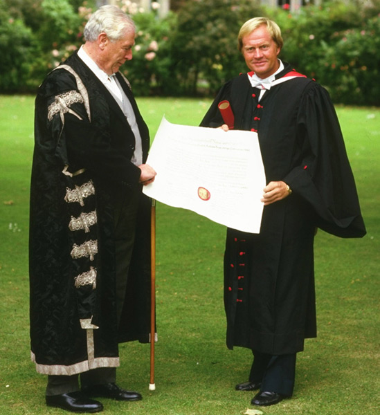 Jack Nicklaus, St. Andrews University, 1984 (Honorary degree) :: Getty Images