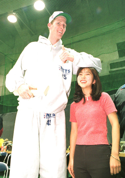 Shawn Bradley and Junko Kubo, 1996 :: AP