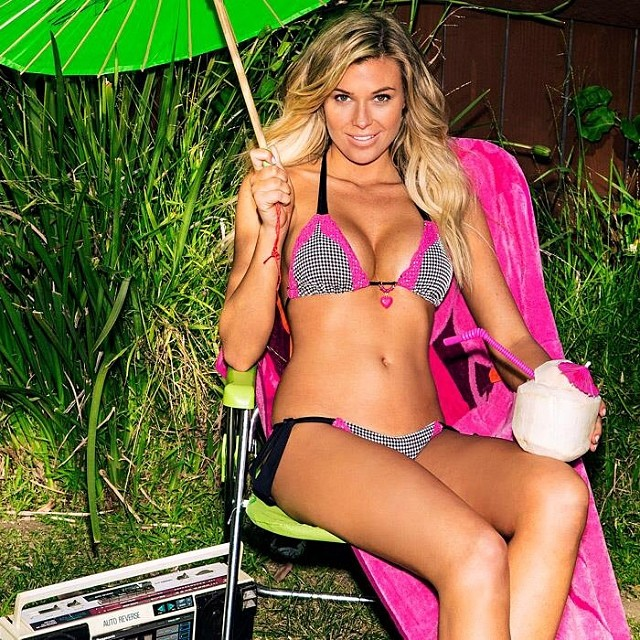@beachbunnyswimwear: Enjoying this beautiful Sunday with @samanthahoopes_ @kittengalore#beachbunny #sunday #sundayfunday
