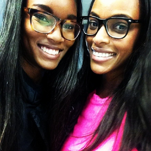 @quianagrant: So good running into my little sister @damarislewis at the airport.#modelsoffduty #glassesonduty