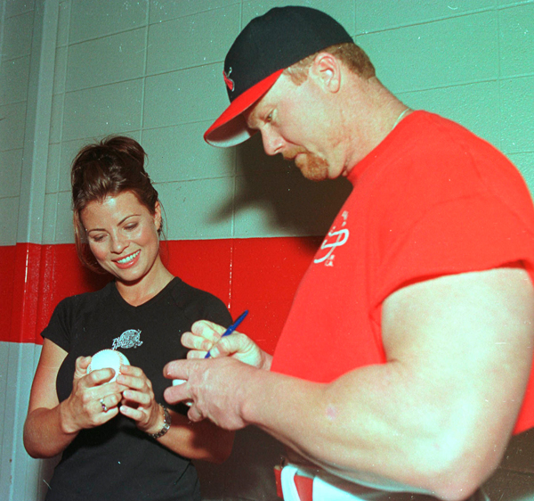 Yasmine Bleeth and Mark McGwire :: Getty Images