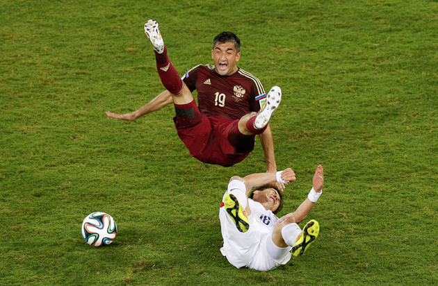 South Korea's Ki Sung-yueng, bottom, fouls Russia's Alexander Samedov during their 1-1 draw on Tuesday.