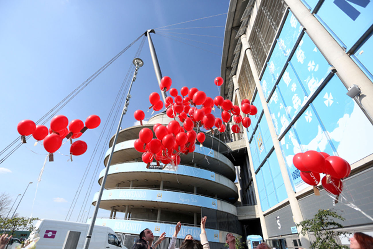 96 balloons are released at Manchester City's Etihad Stadium. (AP photo)