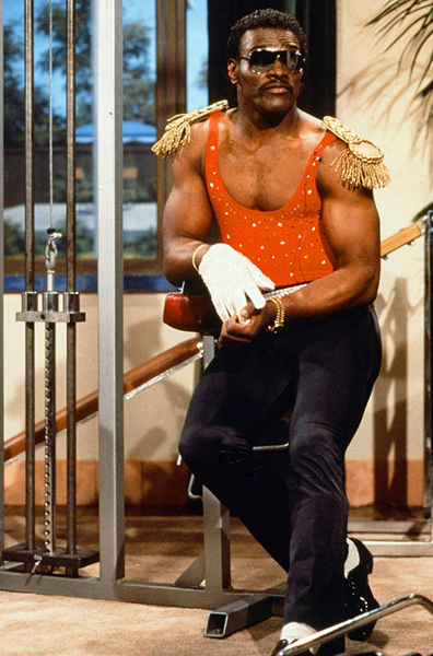 Walter Payton imitates Jackson during a 1987 appearance on 'Saturday Night Live.' (Getty Images)