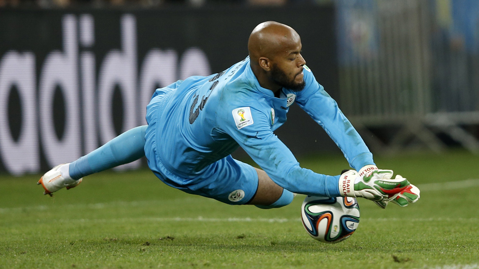 Algeria World Cup goalkeeper Rais M'Bolhi has signed with the Philadelphia Union.
