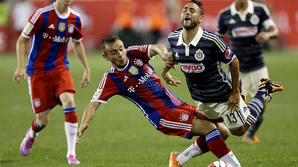 Bayern Munich's Rafinha (left) goes in for a tackle with Chivas Guadalajara's Sergio Napoles.