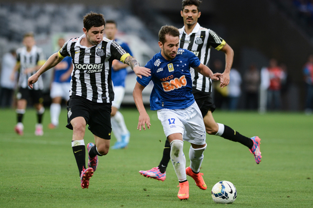 Everton Ribeiro's (17) form for Cruzeiro was rewarded with a call-up by Dunga to the Brazil national team.