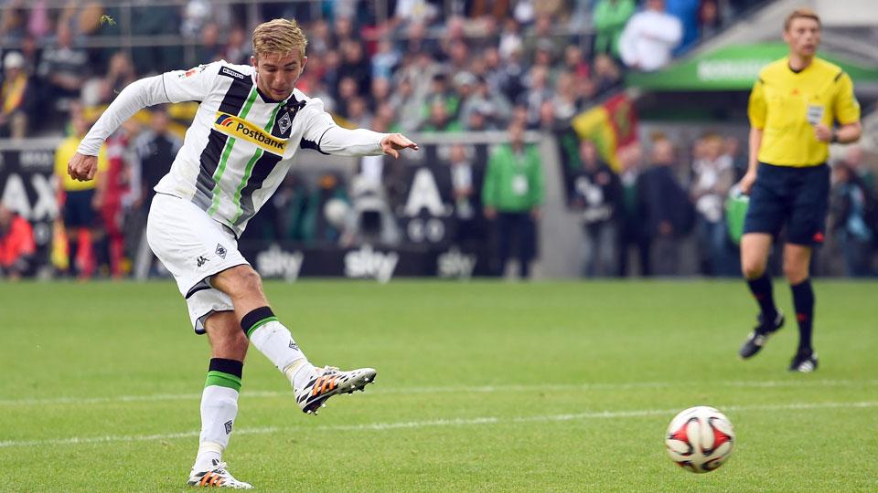 Christof Kramer scored the equalizer as Borussia Monchengladbach fought to a 1-1 draw with Stuttgart to open its Bundesliga season.