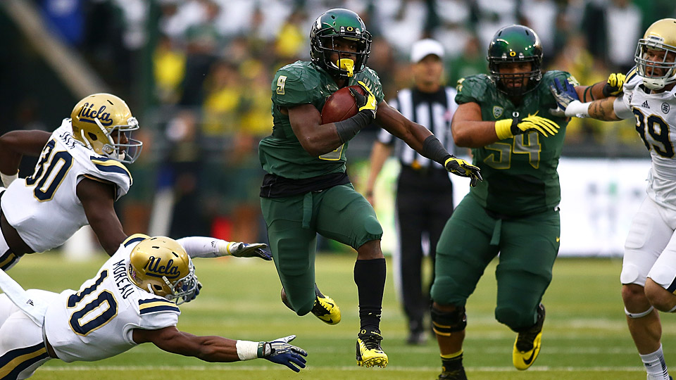 Behind stable of talented backs, Oregon's offense more ...
