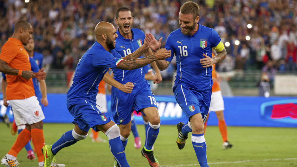 Daniele De Rossi scored Italy's second goal on a penalty kick in the Azzuri's 2-0 win over the Netherlands
