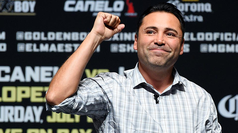 In the battle between HBO and showtime, Golden Boy Promotions president Oscar De La Hoya has chosen a side.
