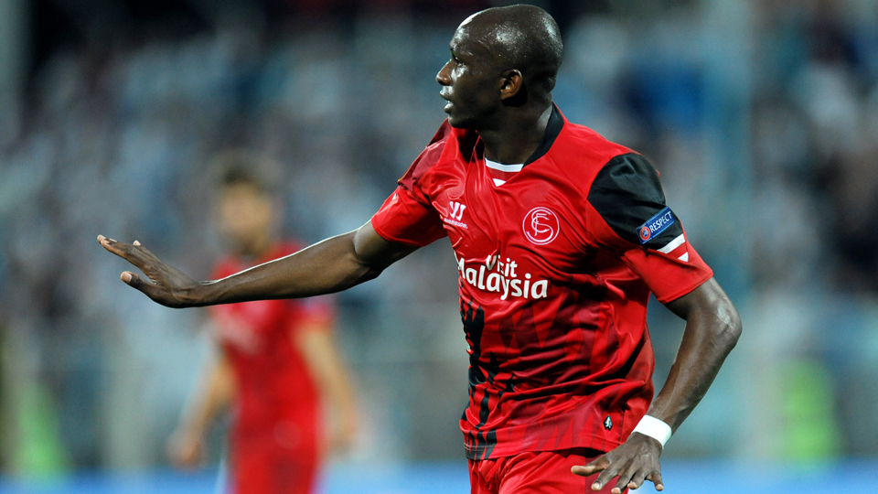 Sevilla's Stephane Mbia celebrates after scoring a Europa League equalizer to salvage a draw on Thursday.
