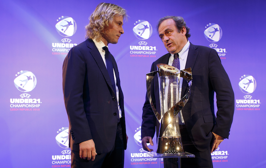 UEFA president Michel Platini (r.) speaks with a Czech official in November.