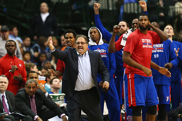 Pistons celebrate their seventh straight victory in a game against the Mavericks.