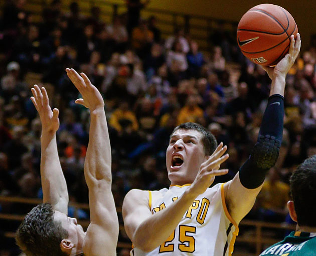 Alec Peters, Valparaiso Crusaderes