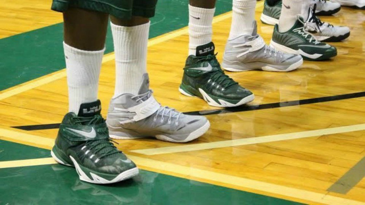 UAB wearing mismatched shoes for March Madness