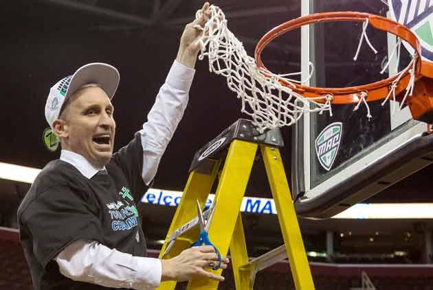 Buffalo coach Bobby Hurley