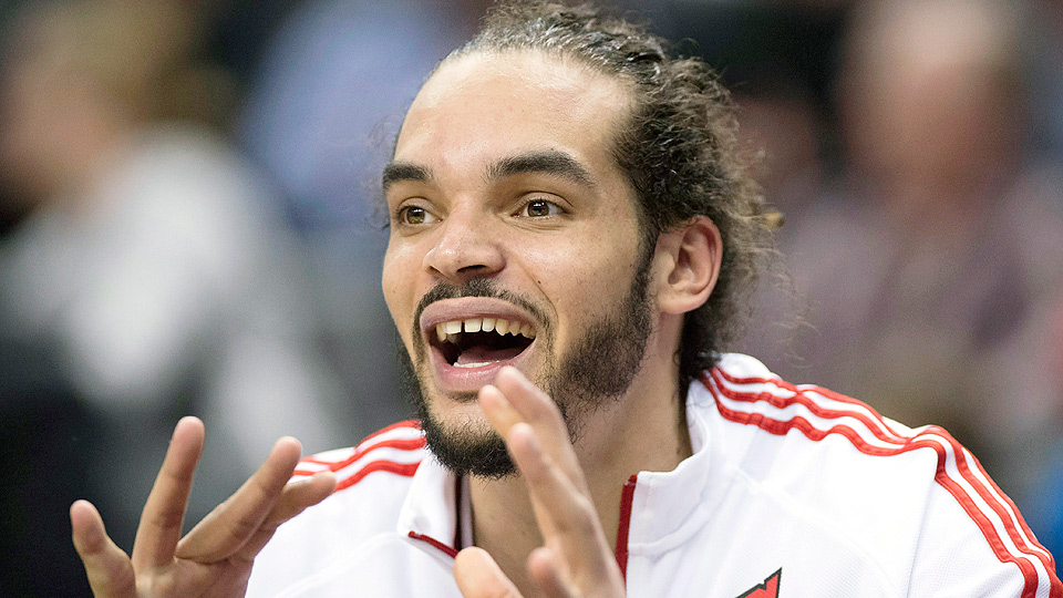 Joakim Noah caught a pass from DeMar DeRozan during the fourth quarter on Wednesday.
