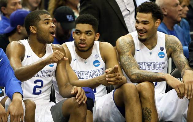 KENTUCKY-WILDCATS-SITTING-ON-BENCH