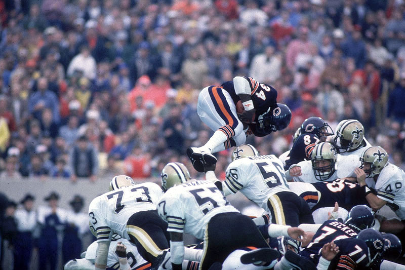 Payton Goes Up And Over In 1984 Andy Hayt Sports Ilrated