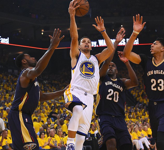 Stephen Curry scored 34 points in the Warriors' Game 1 victory over the Pelicans.