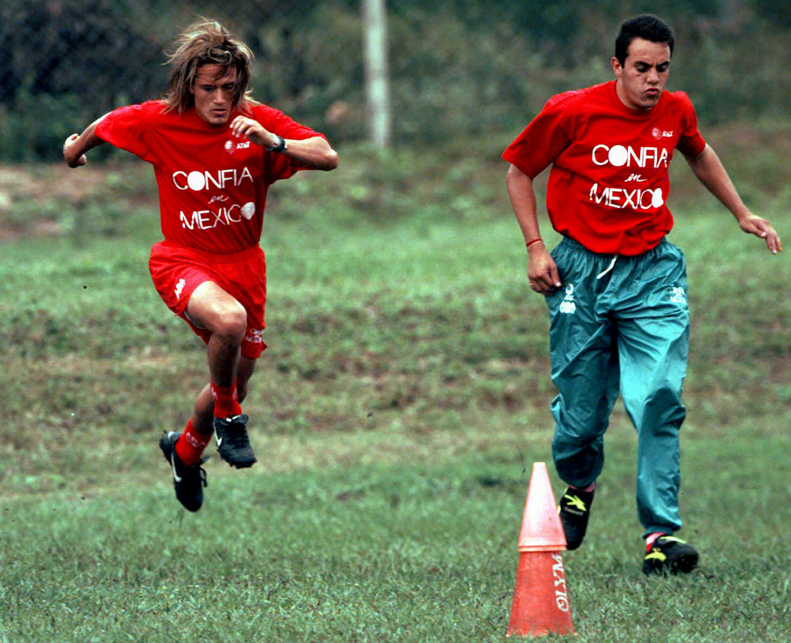 Blanco and Luis Hernandez train in Bolivia during the 1997 Copa America.