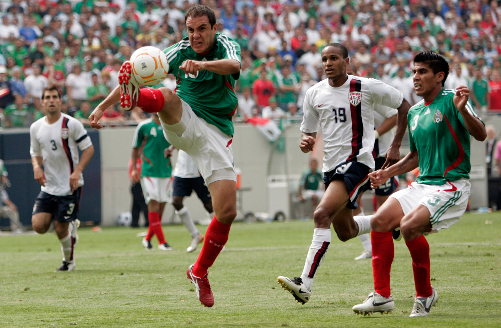 Blanco extends for the ball at the 2007 CONCACAF Gold Cup final against the USA, which the Americans won 2-1 in Chicago.