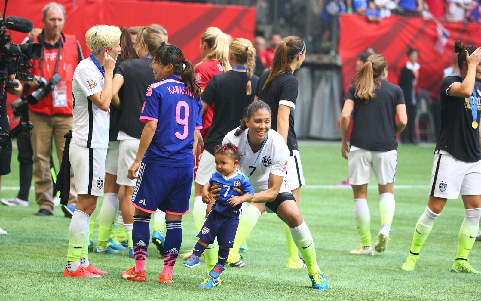 Shannon Boxx celebrates the USA's World Cup triumph with her child