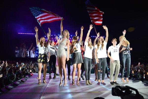 Taylor Swift 1989 tour USWNT USA soccer