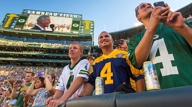 Lambeau fans at Brett Favre's Packers Hall of Fame incuction