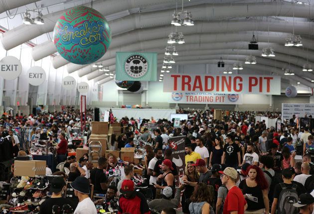 Sneaker Con: Trading pit