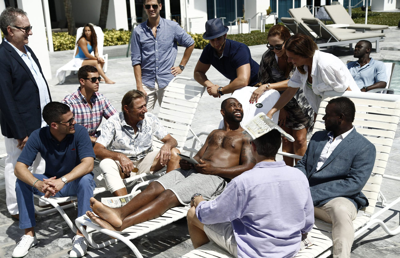 Darrelle Revis, Joe Namath recreate famous Super Bowl III swimming pool photo
