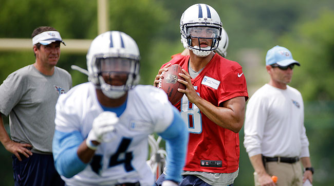 Marcus Mariota throwing at Tennessee Titans camp