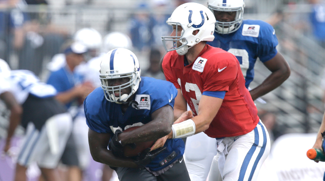 Frank Gore takes a handoff from Andrew Luck. (Photo: Darron Cummings/AP)