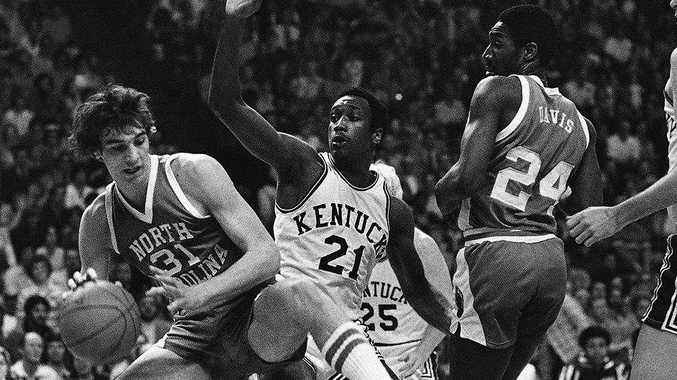 North Carolina's Mike O'Koren, 31, steps away from Kentucky's Jack Givens during the first half.