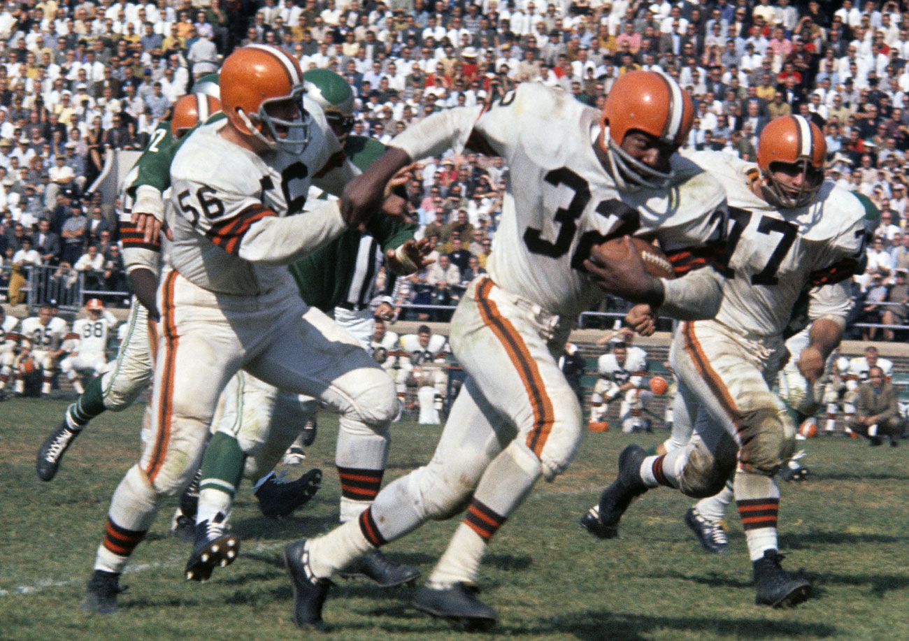 b5a595543 Jim Brown carries for Cleveland against the Eagles in 1961.