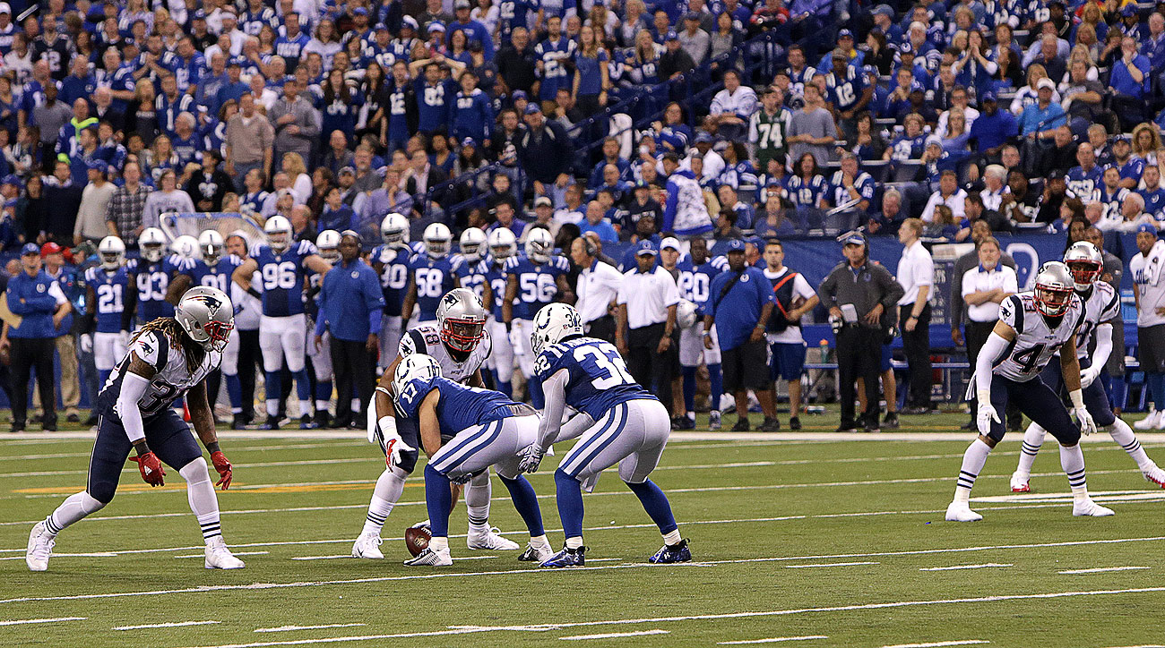 f99a1dc7d The Colts  unusual fourth-down alignment did not fool the Patriots.